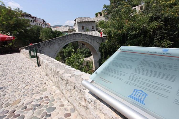 Mostar - krzywy most