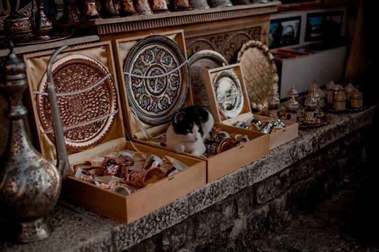 pamiątki na starym mieście w Mostarze