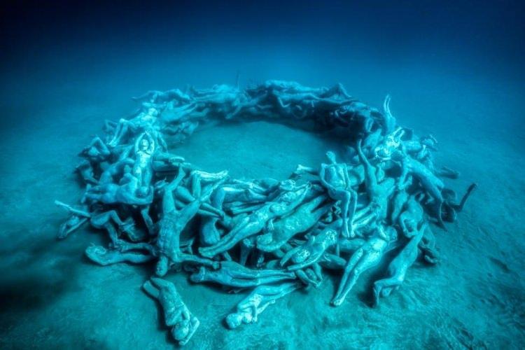 rzeźby zatopione pod wodą w muzeum na Lanzarote
