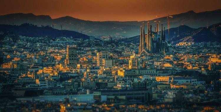 Sagrada Familia górująca nad miastem