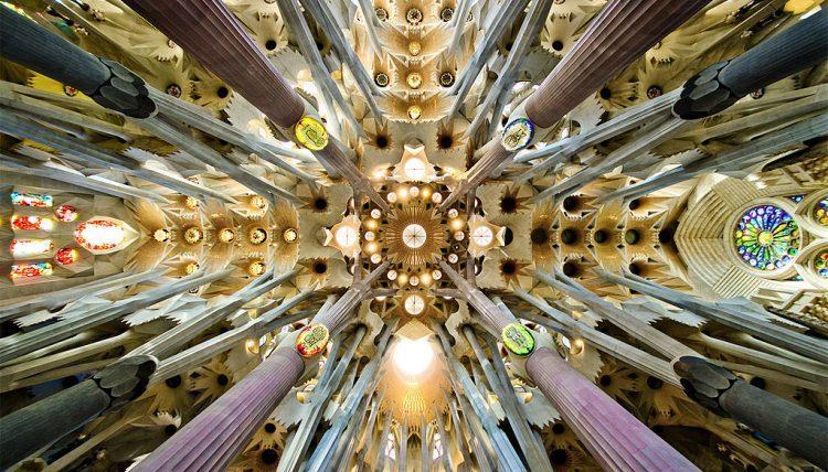 Sagrada Familia jak wygląda w środku