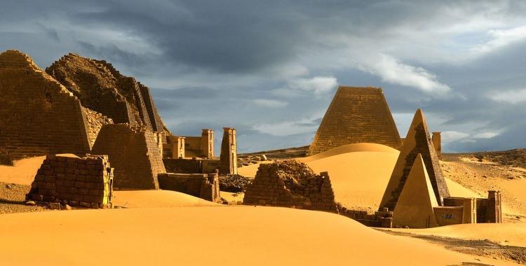 Piramidy Królestwo Kusz