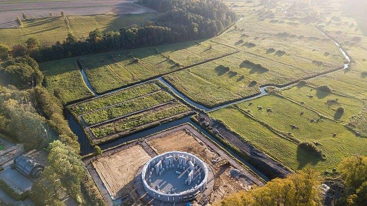 Polska replika Stonehenge w Sławutówku