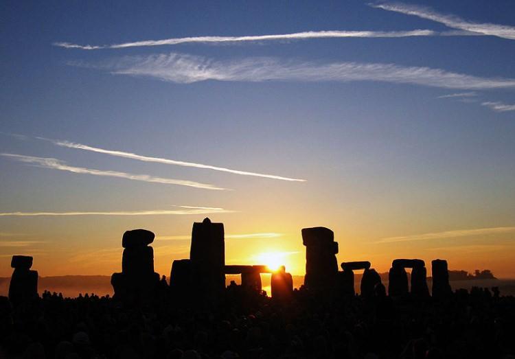 Wschód słońca nad Stonehenge w dniu przesilenia letniego