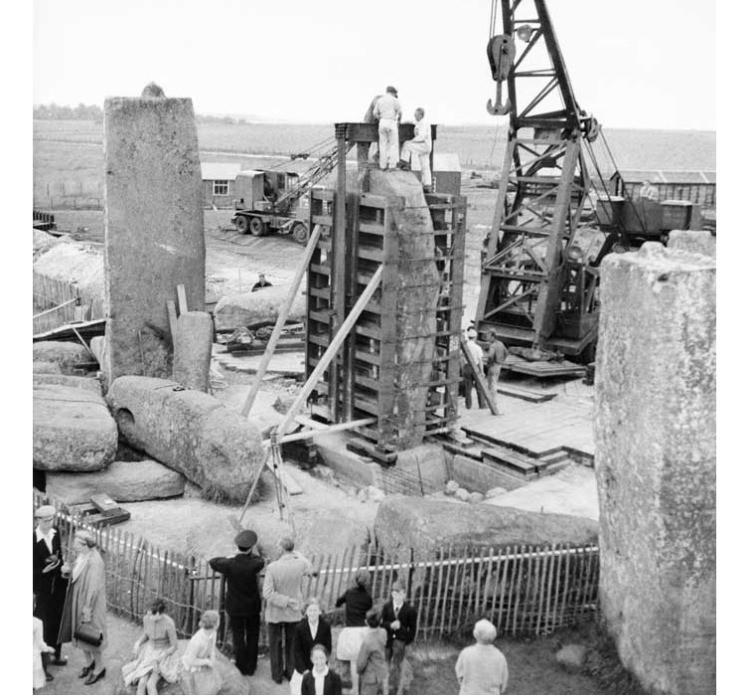 Stonehenge podczas prac renowacyjnych w 1958 roku