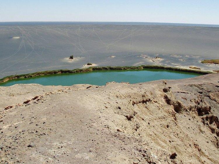 Zielone Jezioro w Oazie Waw an Namus