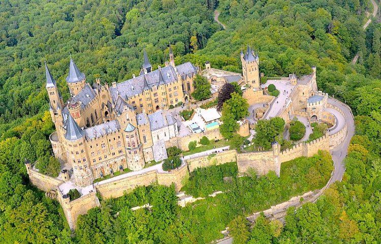 Zamek Hohenzollern widziany z góry