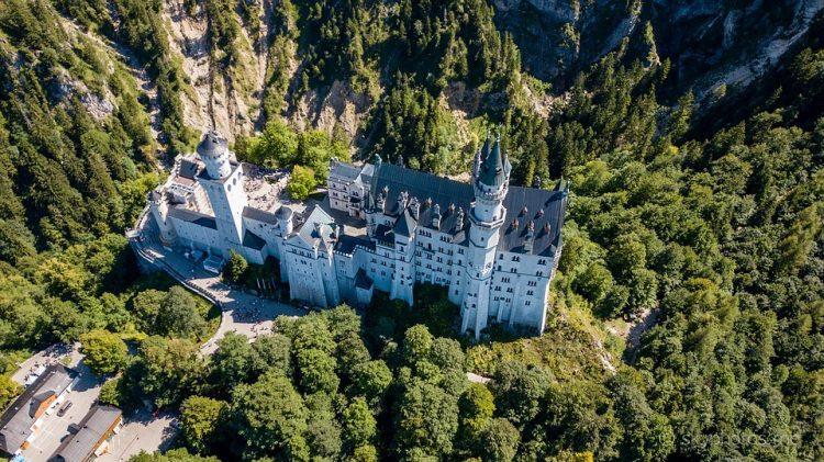 Zamek Neuschwanstein z lotu ptaka