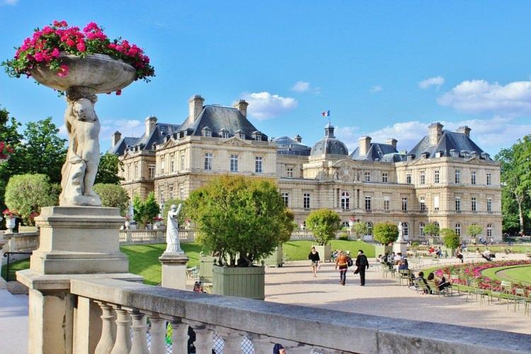 Pałac Luksemburski w Paryżu na terenie Ogrodu Luksemburskiego