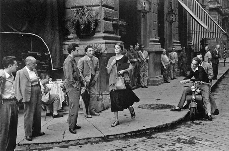 American Girl in Italy zdjęcie autorstwa Ruth Orkin