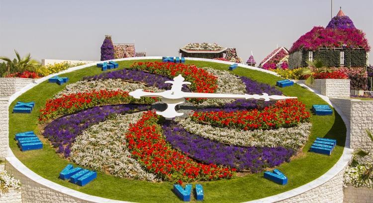 ogromny kwiatowy zegar w Dubaju