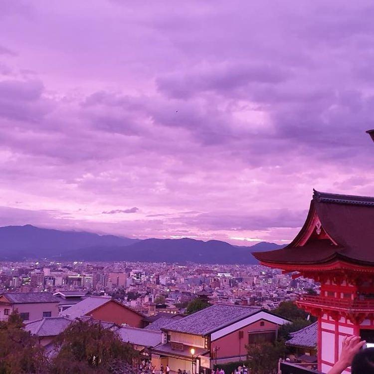 fioletowe niebo nad Japonią