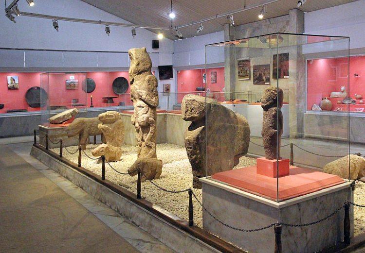 Znaleziska z Göbekli Tepe w Muzeum w Şanlıurfa