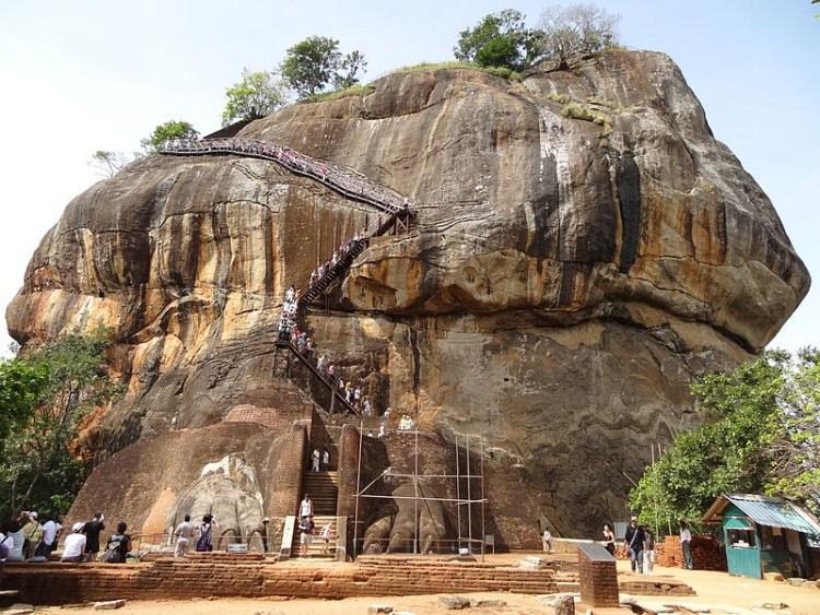 Sirgija - Lwia Skała na Sri Lance
