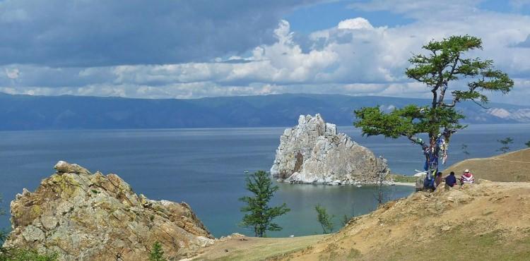 skała Szamana i jezioro Bajkał