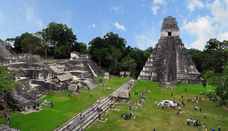 Tikal - ruiny miasta Majów