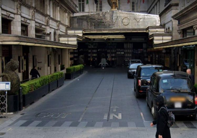 prawostronny ruch w okolicach hotelu Savoy