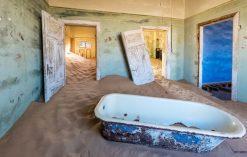 Opuszczone miasto Kolmanskop w Namibii