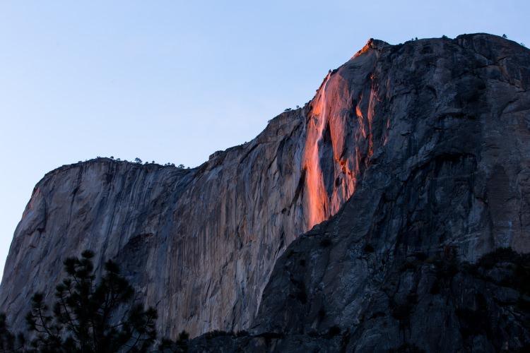 płonący wodospad Horsetail