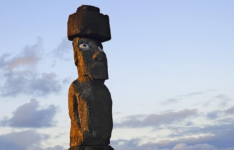 posąg Ahu Ko Te Riku wyspa Wielkanocna