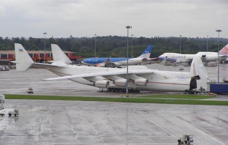 Antonow 225 z podniesionym kadłubem