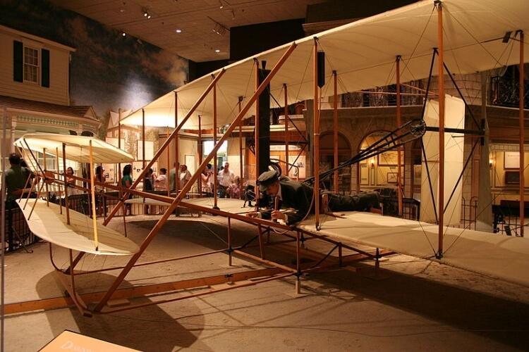 samolot braci Wright w muzeum