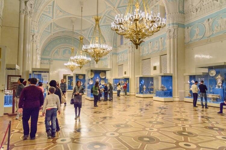 wnętrze muzeum Ermitażu w Rosji