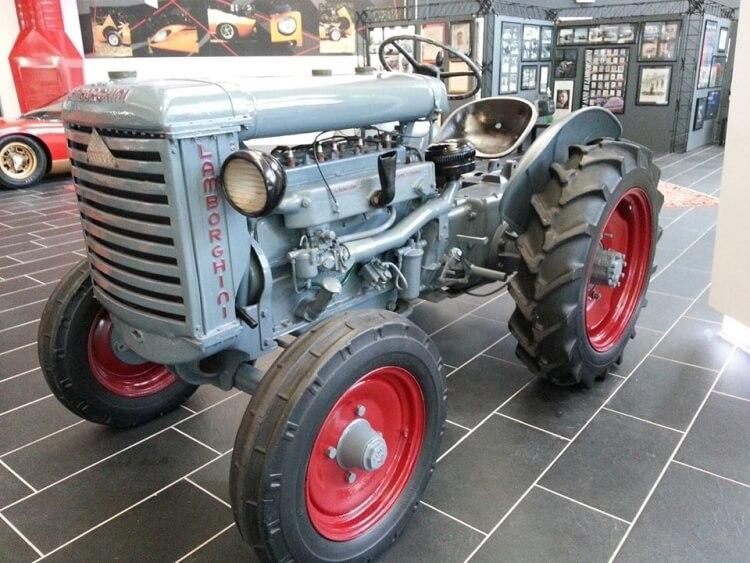 Pierwszy ciągnik wyprodukowany w całości (oprócz silnika) przez firmę Lamborghini