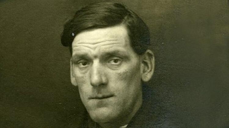 Arthur John Priest - niezatapialny palacz