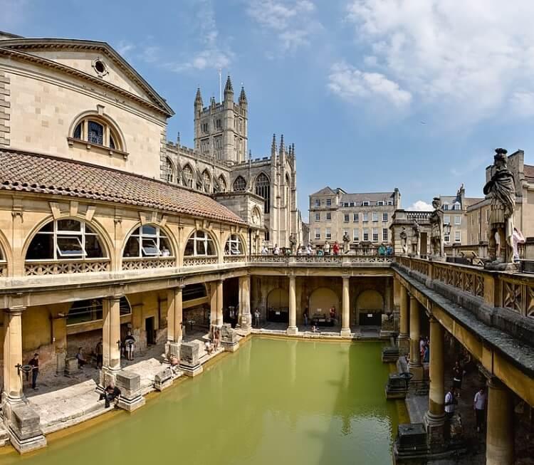 Starożytne łaźnie rzymskie zachowane w Bath w Anglii