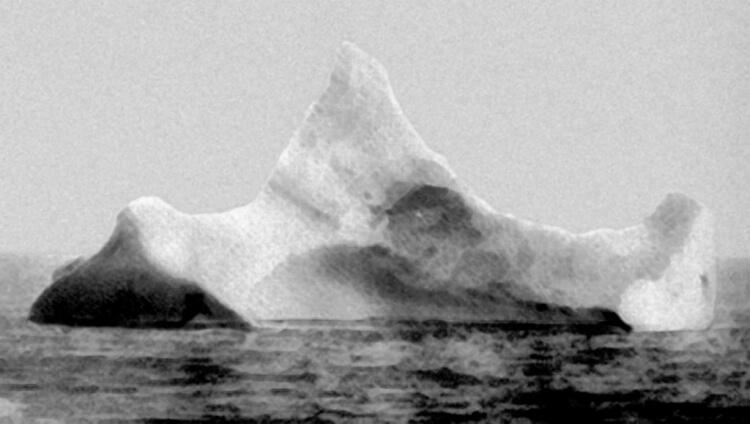 Góra lodowa w którą prawdopodobnie uderzył Titanic