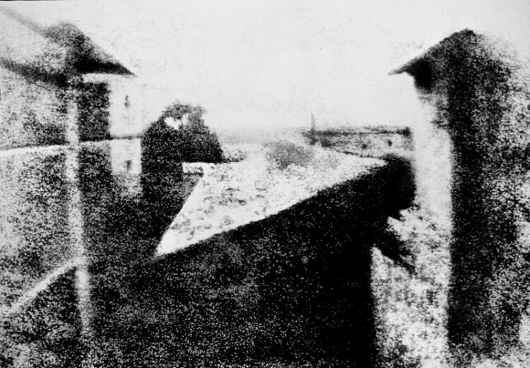 Widok z okna w Le Gras - pierwsza fotografia w historii