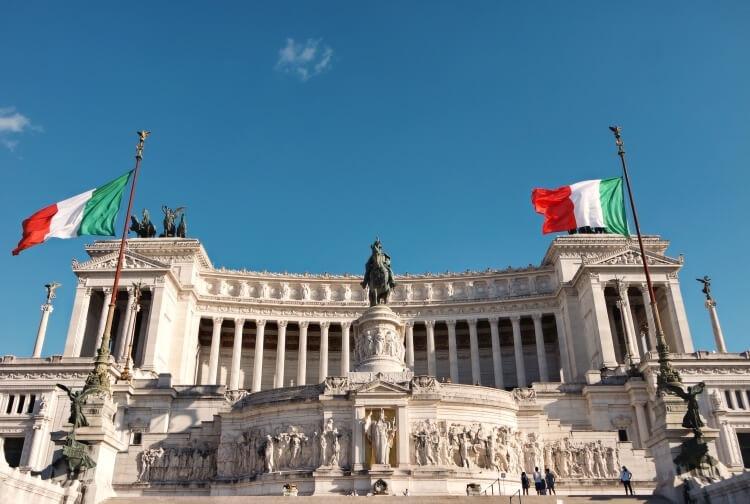 flaga Włoch Plac Wenecki w Rzymie (Piazza Venezia)