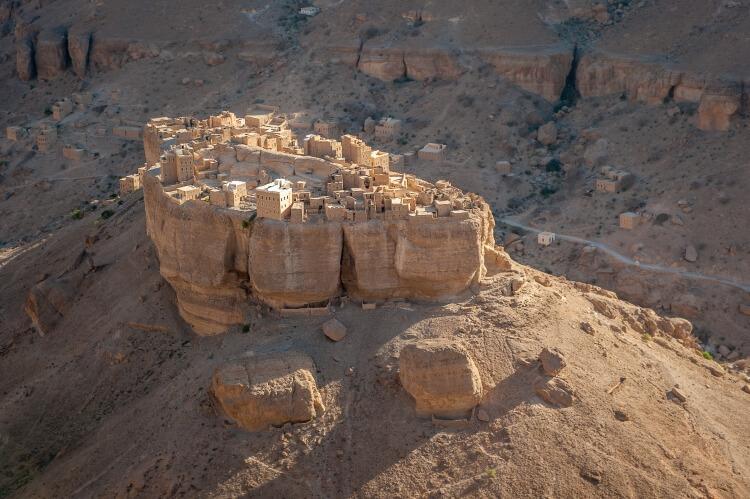 Haid Al-Jazil, wioska położona w całości na głazie. Wadi Dawan, Jemen