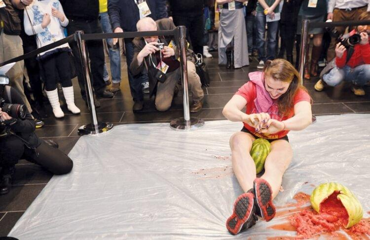 Olga Liashchuk rekord Guinnessa w rozbijaniu arbuzów udami
