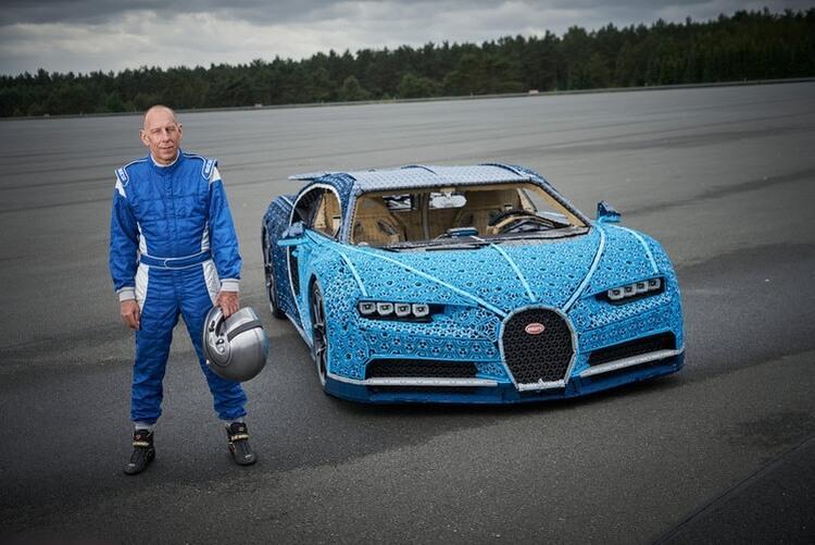 Bugatti Chiron w skali 1:1 zbudowany z klocków LEGO