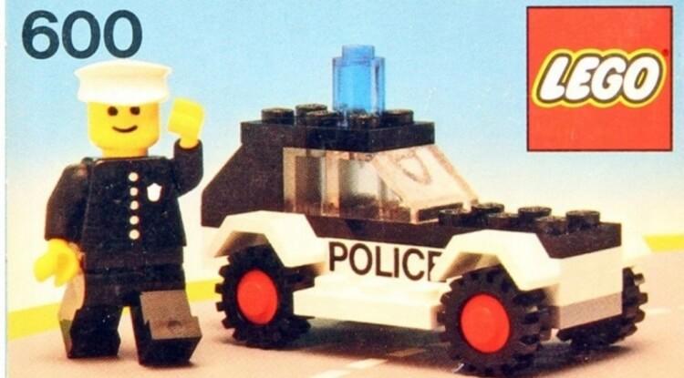 pierwsza figurka LEGO