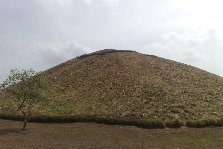 Wielka piramida Olmeków w La Venta