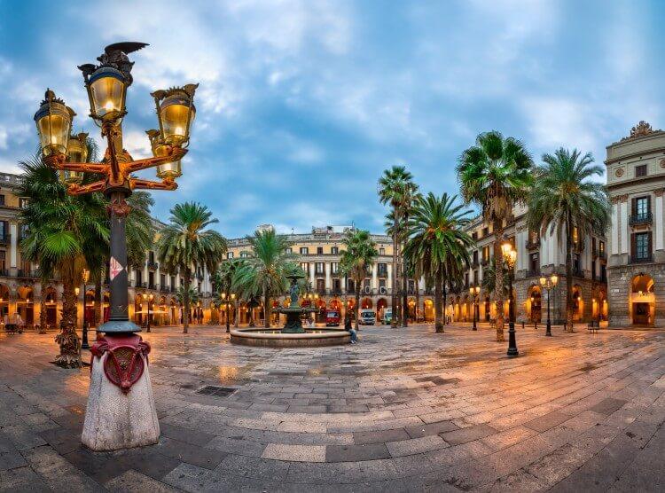 Plaza Real w dzielnicy Barri Gotic w Barcelonie