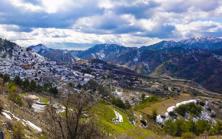 wieś Farmakas w górach Troodos na Cyprze
