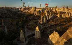 Kapadocja balony nad baśniowymi kominami