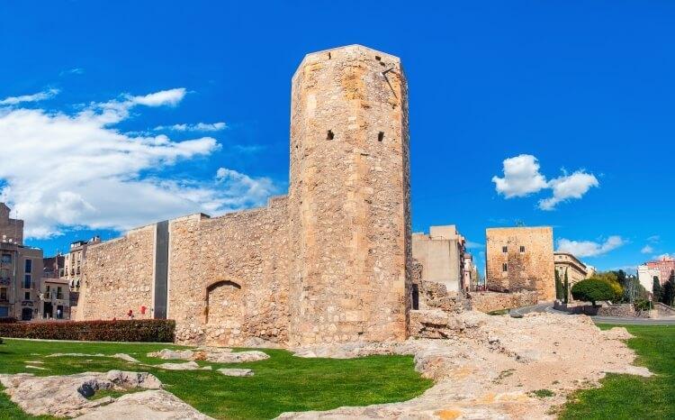 Wieża Torre de les Monges